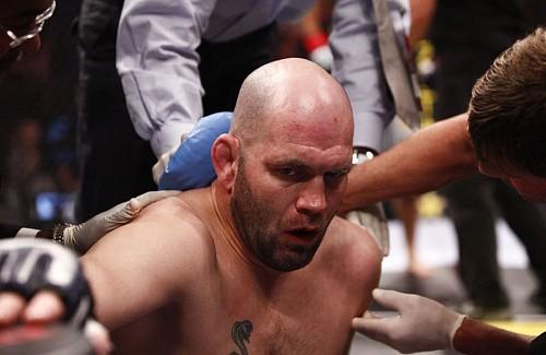 Бойцы UFC, которые нокаутировали сами себя
