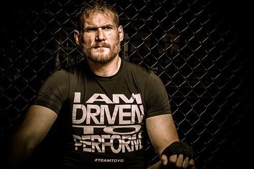 Джош Барнетт хочет оторвать голову «придурку» Трэвису Брауну и не верит, что тот когда-нибудь станет чемпионом UFC