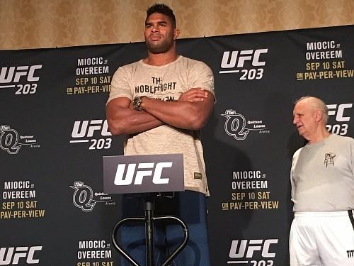 UFC 203: Оверим опоздал на взвешивание и был оштрафован на $500