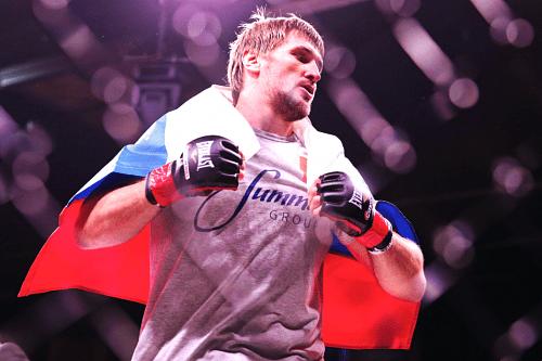 484b289ed5ce8a6bb815b181ab73d9c4 - Кокер: Верю, что в середине 2016 года Минаков снова будет драться в Bellator