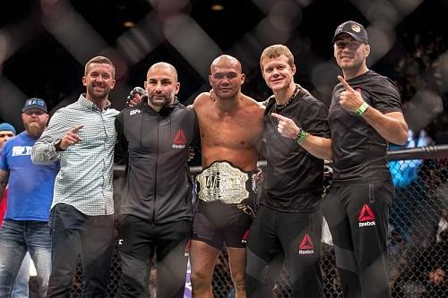 Дана Уайт: Робби Лоулер подерётся с Тайроном Вудли на UFC 201 или UFC 202