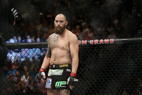 Зарплаты участников UFC FN 81: Трэвис Браун получает больше всех