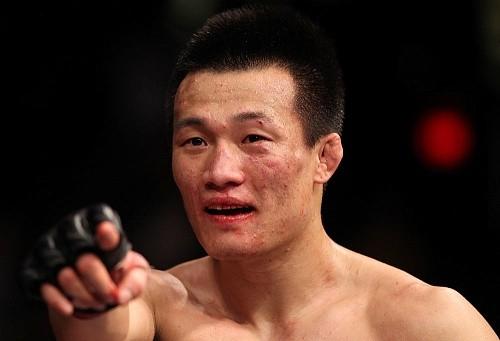 """c100dc8d82003c9daceafe637bd7c014 - """"Корейский зомби"""" vs Деннис Бермудес в мейн ивенте UFC Fight Night 104"""
