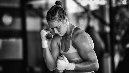 Звезда UFC Ронда Роузи вернулась наринг ибыла нокаутирована